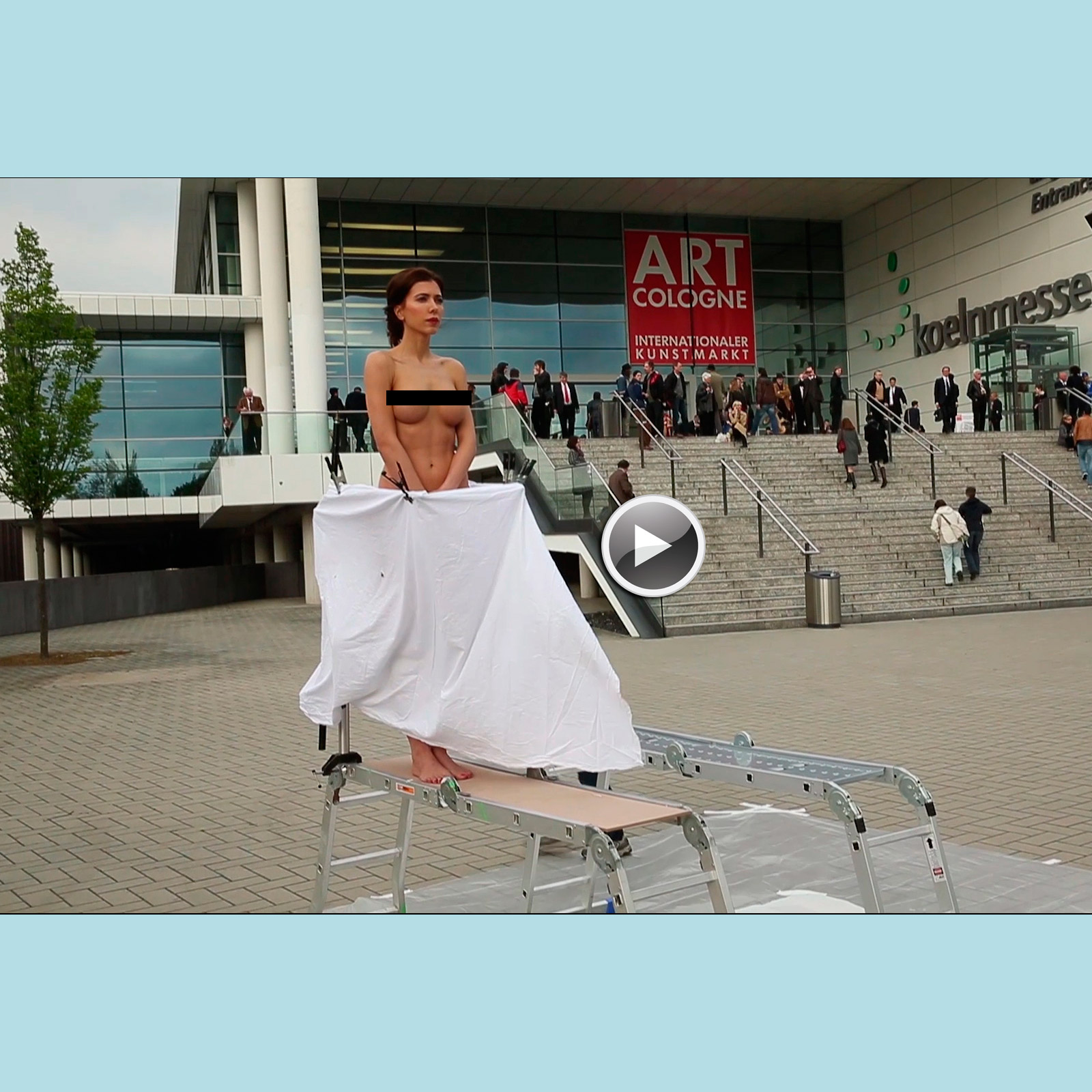 VIDEO | The PlopEgg Painting Performance #1 (Art Cologne