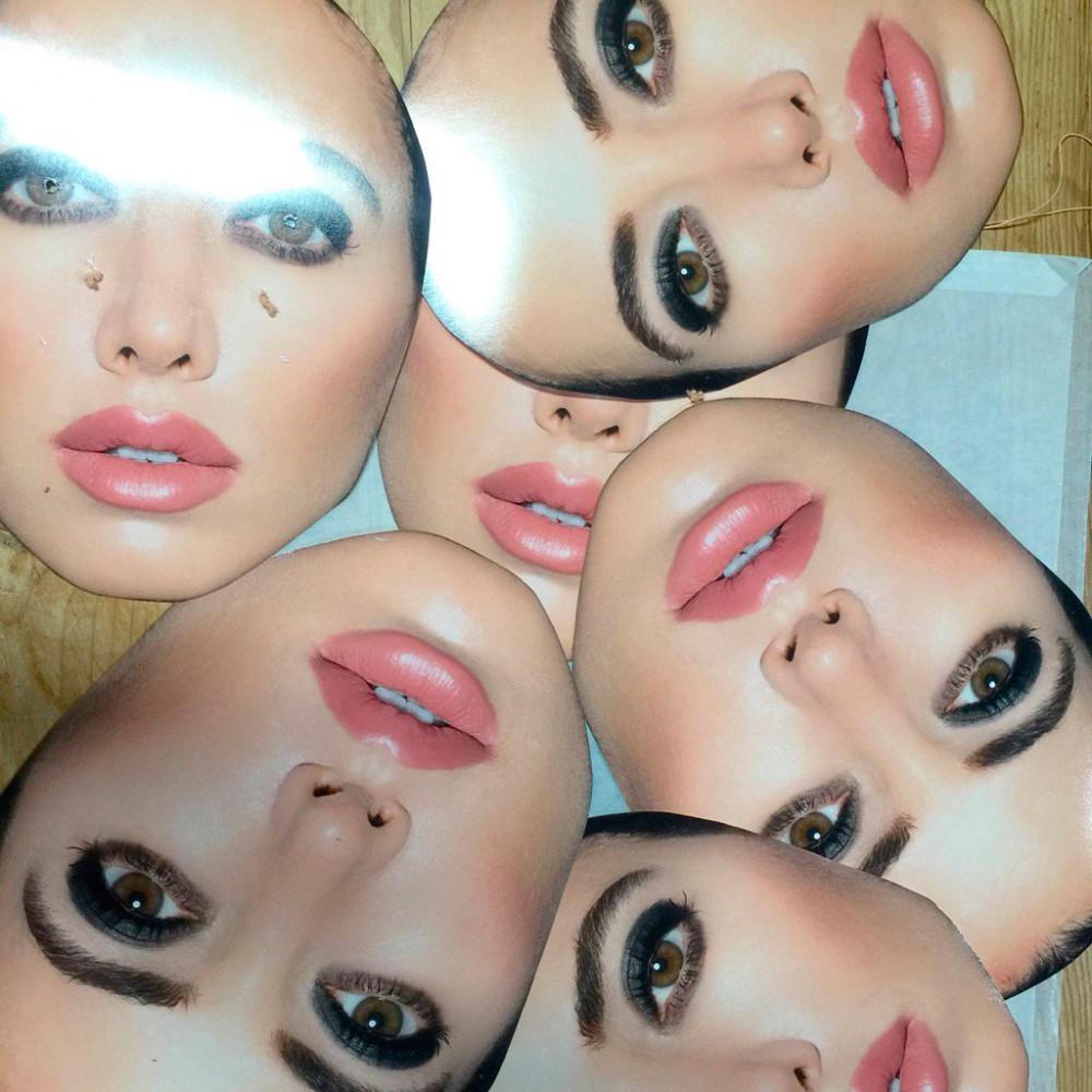 """Masken für das Kalendermotiv """"Die Narzisstin"""""""