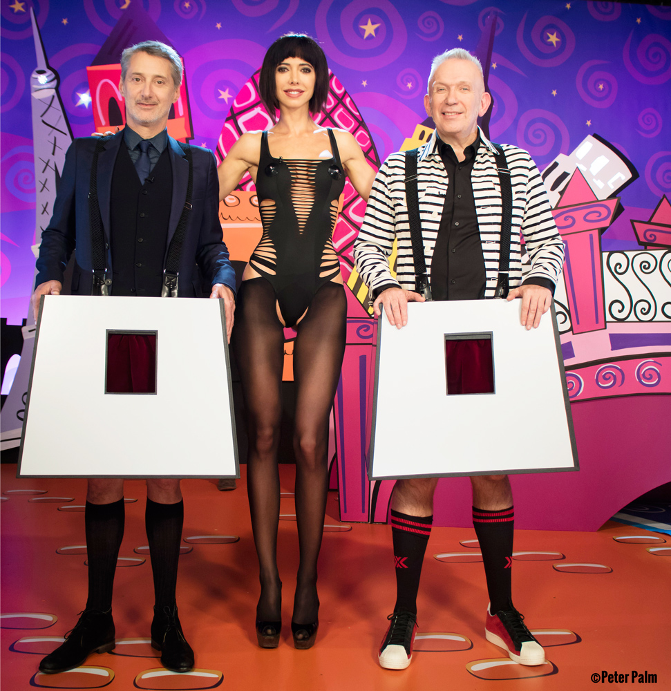 "Milo Moiré with Jean Paul Gaultier & Antoine de Caunes on show ""Eurotrash"" channel 4 UK (2016)"
